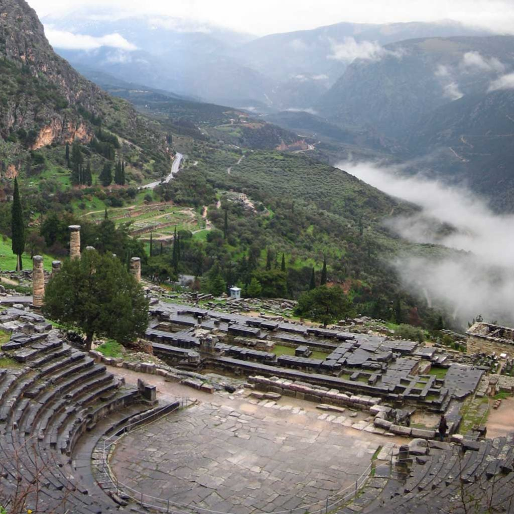 Discover Mainland Greece_Temple_of_Apollo_Delphi