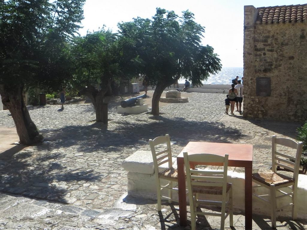 Discover_peloponnese_medieval_side_Monemvasia_main_square