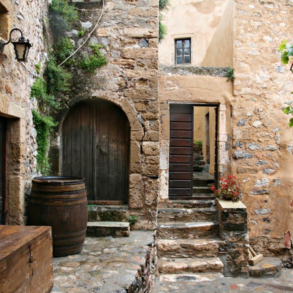 Discover_peloponnese_medieval_side_inside_Monemvasia_castle