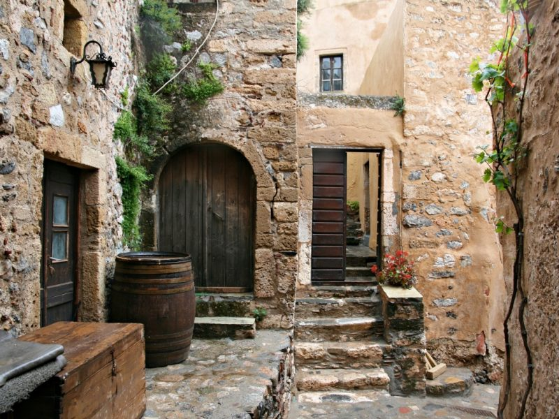 Discover_peloponnese_medieval_side_inside_Monemvasia_castle