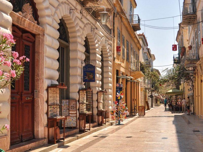 Discover_Peloponnese_medieval_side_Nafplio_Cobblestone_alleys