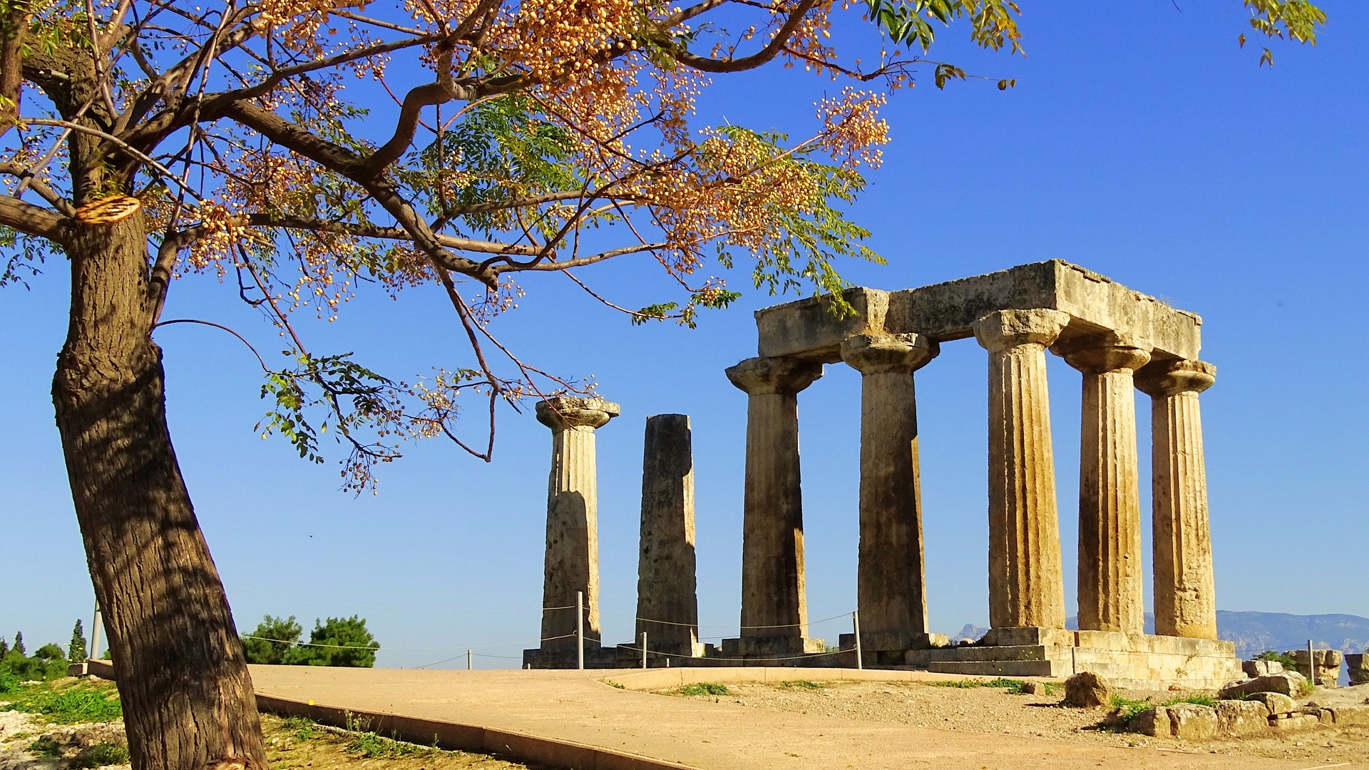 Discover Mythical Peloponnese_Temple of Apollo Corinth