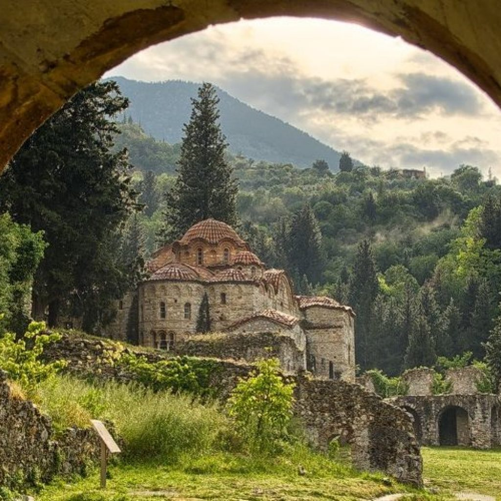 Discover the best places in Greece-Discover Peloponnese medieval side_Mystras